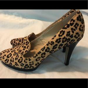 Ellen Tracy leopard heels